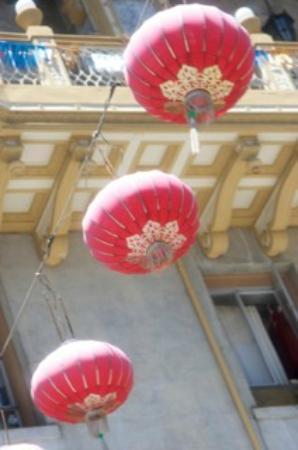 Photo Tours of San Francisco Day Tours : chinatown 3 lanterns in sky