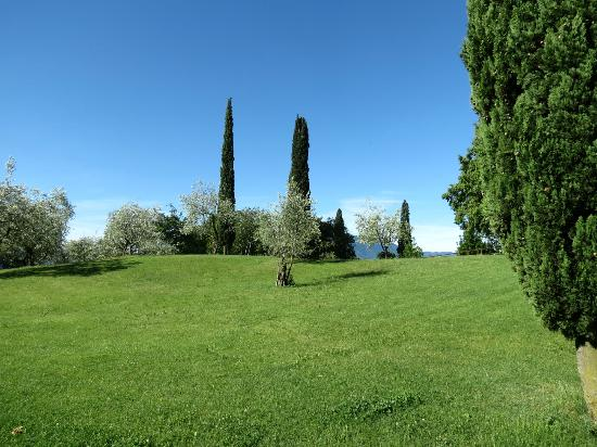 Agriturismo Castello di Vezio: The grounds