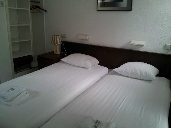 Hotel De Munck: room with double beds
