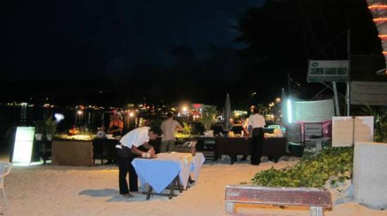 Chaweng Garden Beach Resort: Beach side restaurant