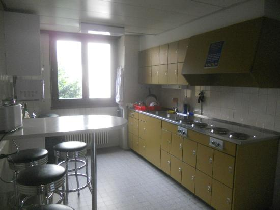 City Hostel Geneva: common kitchen