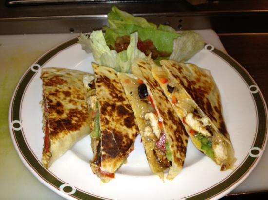 Cibao Grille: chicken quesadilla ( lunch)