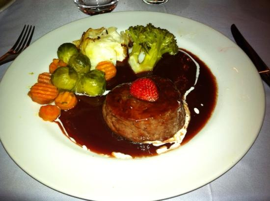 Restaurant Oustau de Altea: stake with streburry sauce