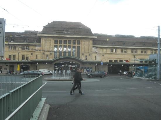 Lausanne Guesthouse & Backpacker : main train station