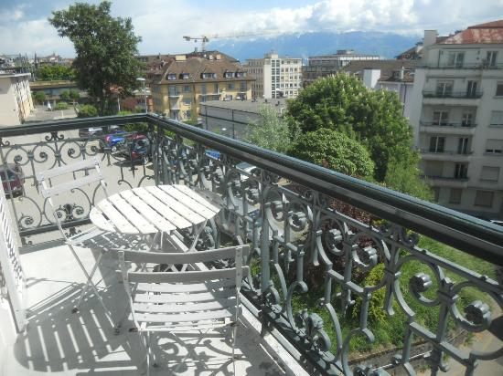 Lausanne Guesthouse & Backpacker: the room´s balcony