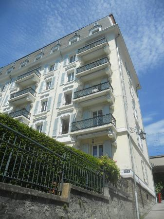 Lausanne Guesthouse & Backpacker: the hostel, nice building with balconies