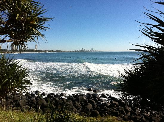 Gemini Court Holiday Apartments: Beautiful Burleigh National Park a few steps away - no concrete jungle here!!!