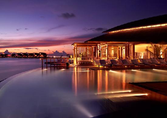 Viceroy Maldives: Pool at Night