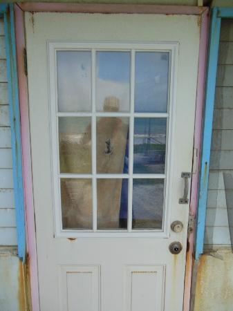 Lobster Pot Bay Beach Chalets : entrance door
