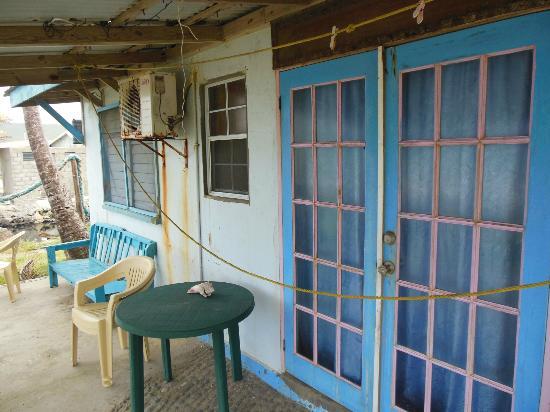 Lobster Pot Bay Beach Chalets : back porch