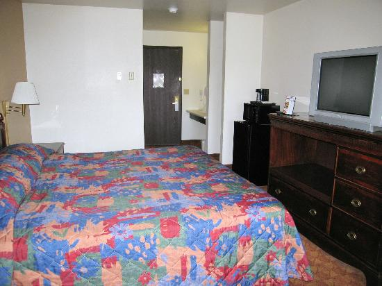 Rodeway Inn & Suites Madison-Northeast: Room 207