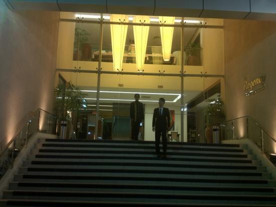 The Regency Hotel Alor Setar: nice lobby and main entrance