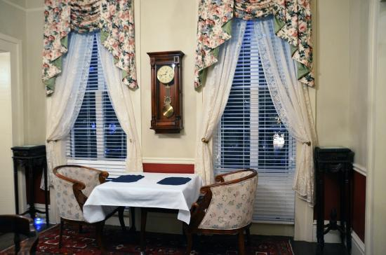 Savannah Bed & Breakfast Inn: Part of dining area