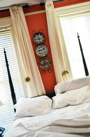 Savannah Bed & Breakfast Inn: Very comfortable bed