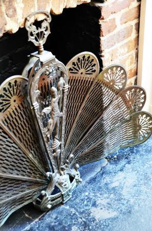 Savannah Bed & Breakfast Inn: Fireplace