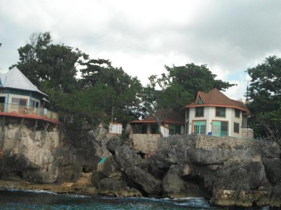 Xtabi Resort: View of the cottages from Famous Vincents boat