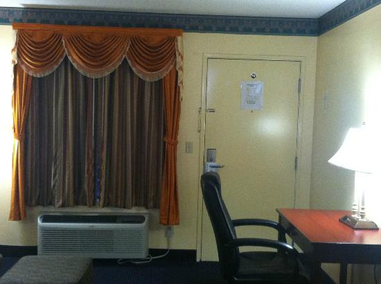 Chipley Days Inn: New curtain drapes