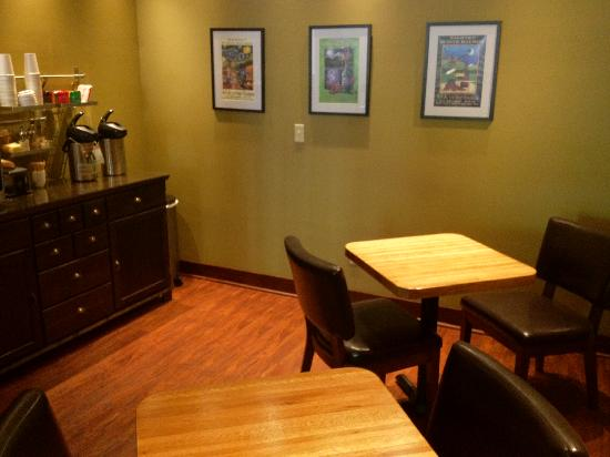 Inn of the White Salmon: A new dinning area was added to our popular family room.