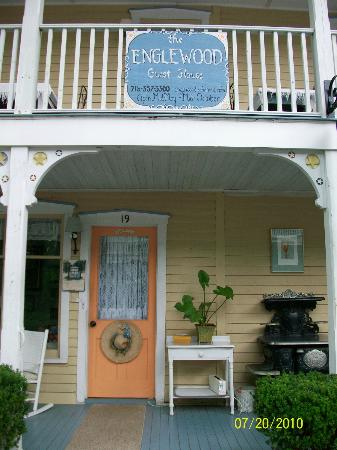 Englewood Guest House: The old stove- where breakfast is served