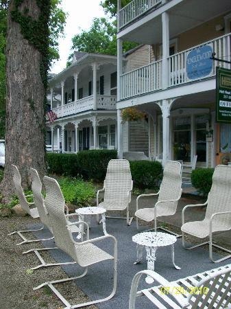 Englewood Guest House: Patio seating