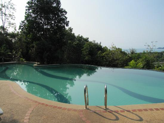 Baan Suan Sook Resort: Infinity Pool