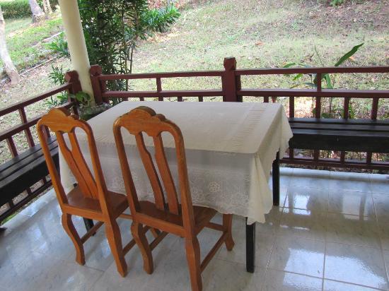 Baan Suan Sook Resort: Patio/Entrance to the room