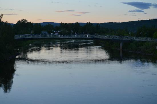 SpringHill Suites Fairbanks: View of Chena River at midnight.