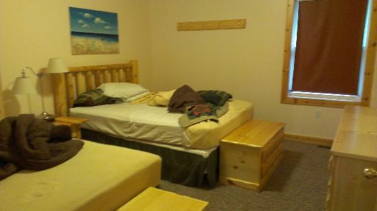 Alger Falls Motel: One of the bedrooms. Its a 2 bedroom cabin