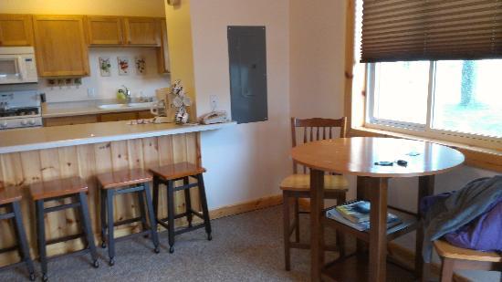 Alger Falls Motel: Dining?Kitchen