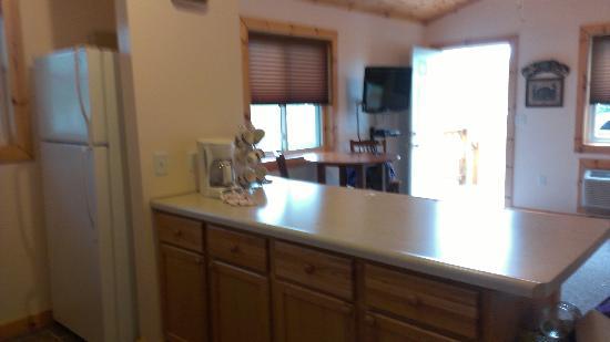 Alger Falls Motel: Kitchen