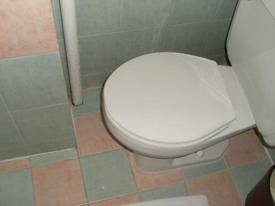 Amsterdam Court Hotel : unusable toilet