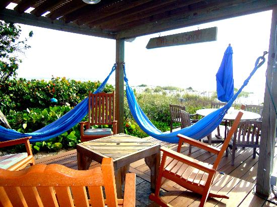 Beach Place Guesthouses: Relaxing hammocks on one of the many deck areas
