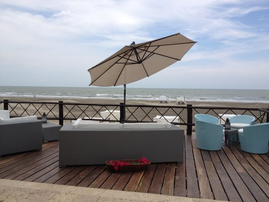 Karmairi Hotel Spa: Deck y Playa