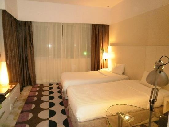 Kingsgate Hotel Abu Dhabi: habitacion