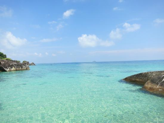 Bagus Place Retreat: Amazingly blue water