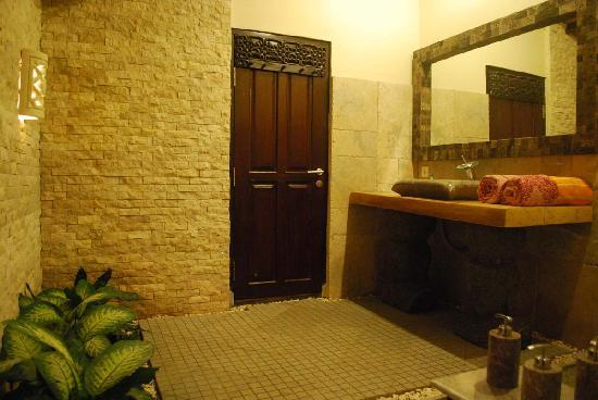Hidden Paradise Cottages: The Bathroom of Standard Bungalow