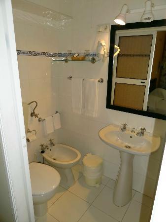 ريزيدينشيال فلوريسينت: Chambre standard (102) - Cabinet de toilette 