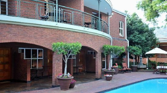 Faircity Falstaff Hotel: Exterior - Pool area