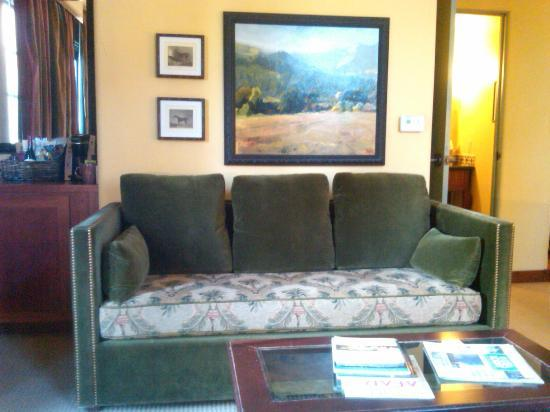 Hotel Los Gatos: couch with artwork