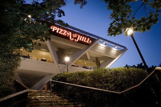 Sheraton Grande Walkerhill: Pizza Hill