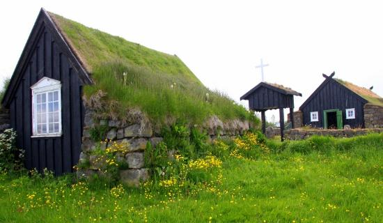 Freilichtmuseum Árbæjarsafn: Turf-roof building opposite the church