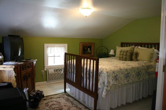 Heritage Inn Bed and Breakfast: Warm and comfy