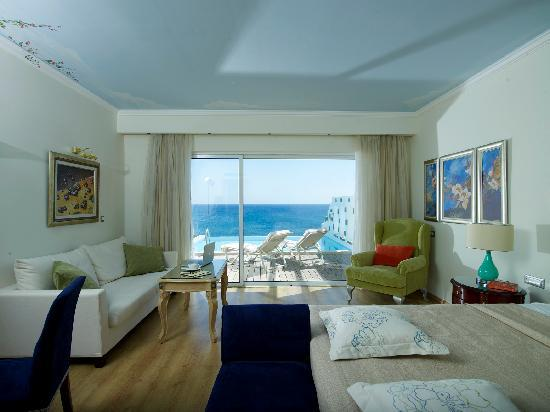 Atrium Prestige Thalasso Spa Resort and Villas: Sea view bedroom