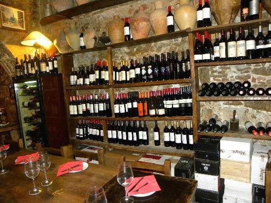 La Tinaja: Scaffale vini