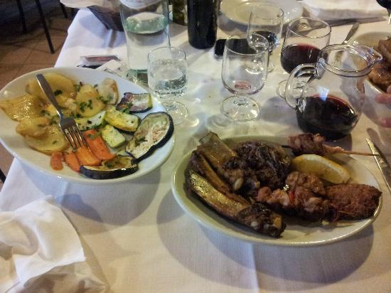 Trattoria Da Pacchiano: Grigliata di carne accompagnata da Grigliata di Verdure