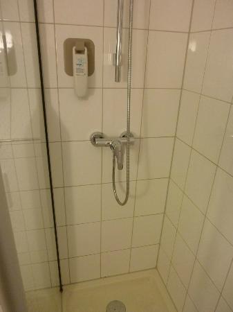 Ibis Den Haag Scheveningen : Dusche im Superior-Zimmer 611