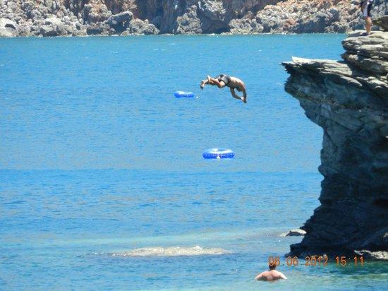 Villa Vasilis:                   вид на скалу из номера...прыгаем!!