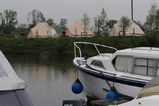 Battlebridge Caravan & Camping Park : A beautiful family-run site on the banks of the majestic River Shannon.