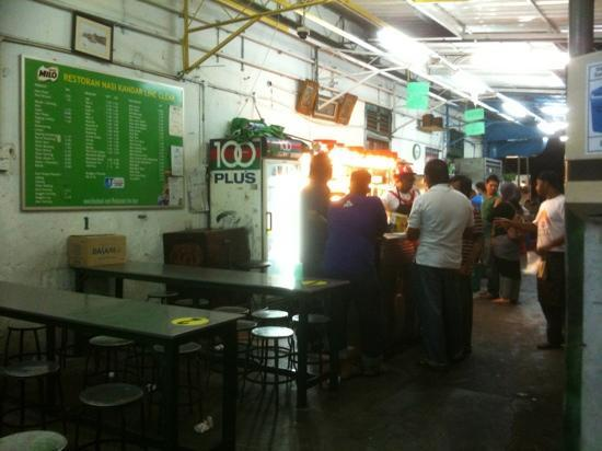 Nasi Kandar Line Clear: Late dinner so not many people