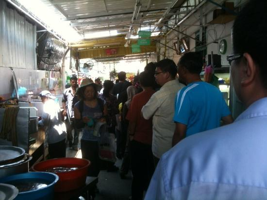 Nasi Kandar Line Clear: Long line: around noon lunch time